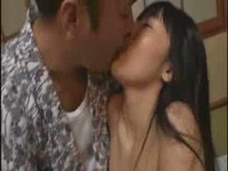 着物姿の、おやじと新妻二人がセックス前に濃厚なキスをしあうw